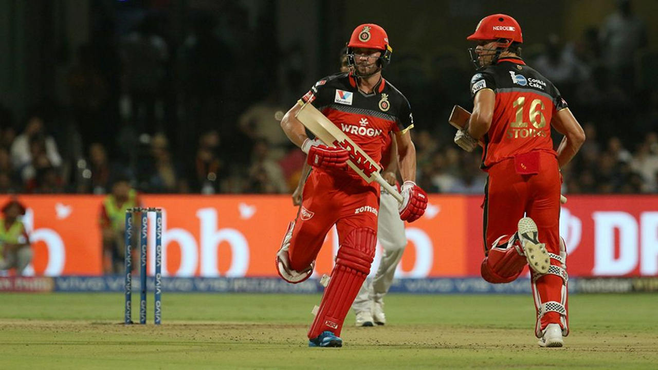 AB de Villiers and Marcus Stoinis then stitched together a highly entertaining 121-run partnership to power RCB to a dominant total. de Villiers who was in blistering form brought up his half-century off just 35 balls and finished with 82* off just 44 balls. Stoinis contributed with 46* off 34 balls from the other end as RCB posted 202/4 for KXIP to chase. (Image: BCCI, iplt20.com)