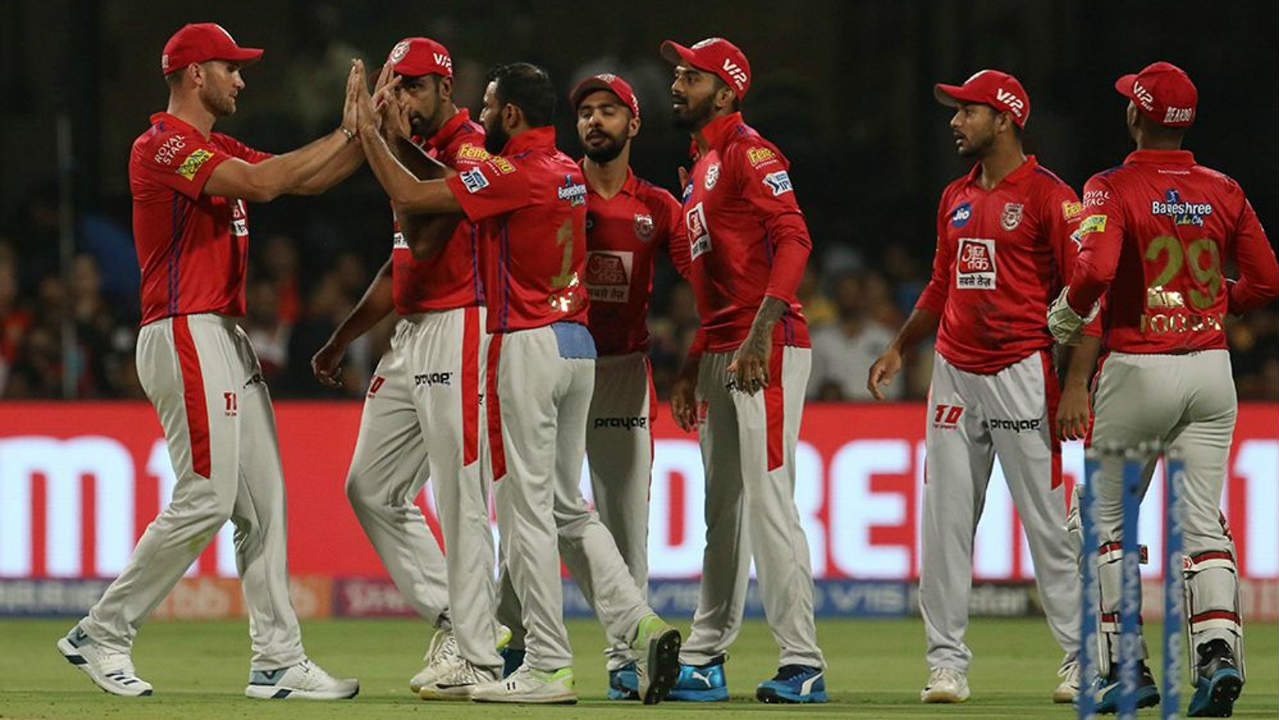 Mohammed Shami missed out on dismissing Kohli in the 2nd over as Hardus Viljoen dropped a sitter. However, Shami returned to send back the RCB skipper as Mandeep Singh took an easy catch in the 3rd over. (Image: BCCI, iplt20.com)