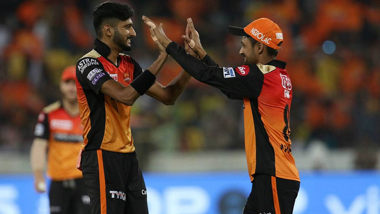 Khaleel Ahmed then got Sam Billings caught out in the very next over as Chennai lost their fifth wicket. The SRH bowlers did brilliantly to restrict Chennai to just 30 runs in the last 5 overs keeping them down to a below-par total of 132/5 after 20 overs. (Image: BCCI, iplt20.com)