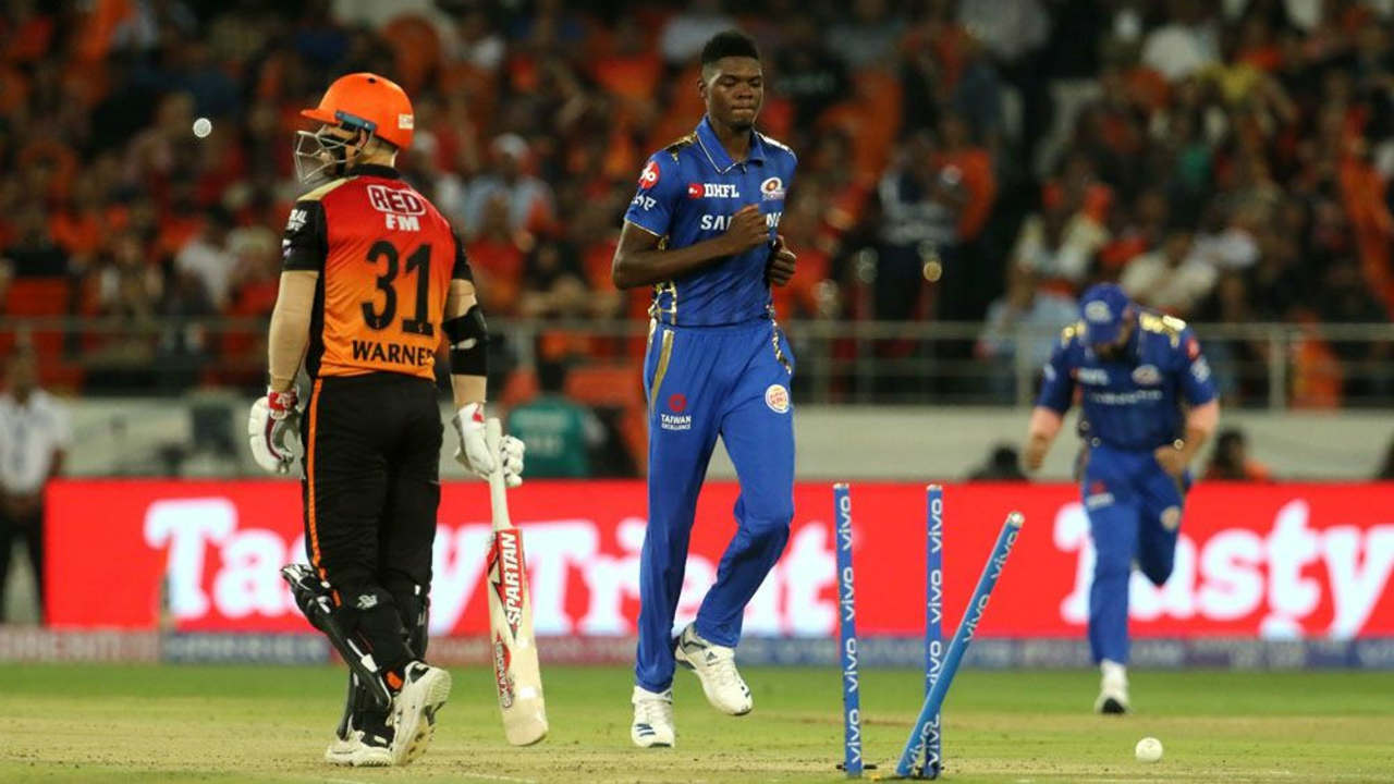 SRH got off to a horror start as they lost both their talismanic openers within the span of just 4 deliveries. Rahul Chahar got Bairstow caught out in the 4th over and debutant Alzarri Joseph castled Warner on his very first delivery in the IPL. Joseph sent down a pacy fuller length delivery outside off which Warner dragged back onto the stumps. (BCCI, iplt20.com)