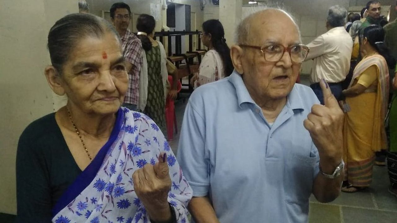 A senior citizen couple, 93-year-old Prabhakar Bhide and 88-year-old Sushila Bhide, cast their votes at a polling booth in Pune's Mayur colony. (Image: Twitter/@ANI)