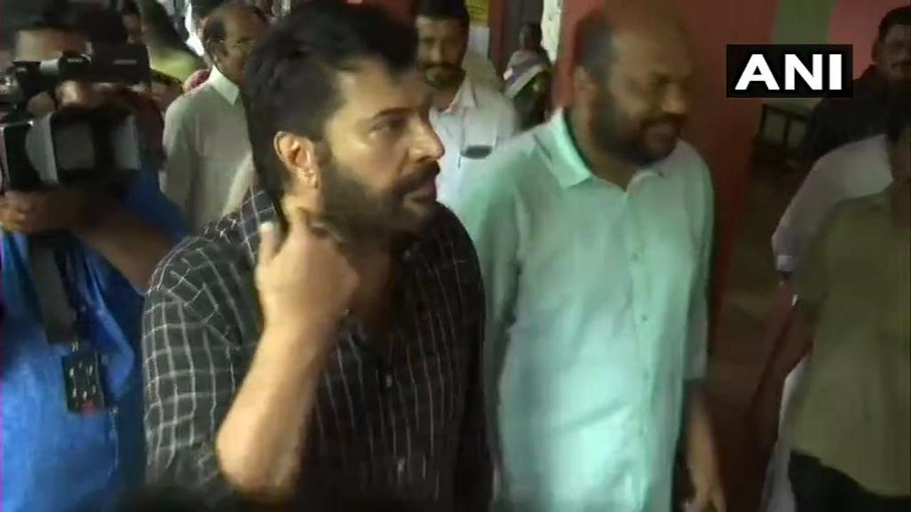 Actor Mammootty cast his votes in Kochi, Kerala. (Image: Twitter/@ANI)