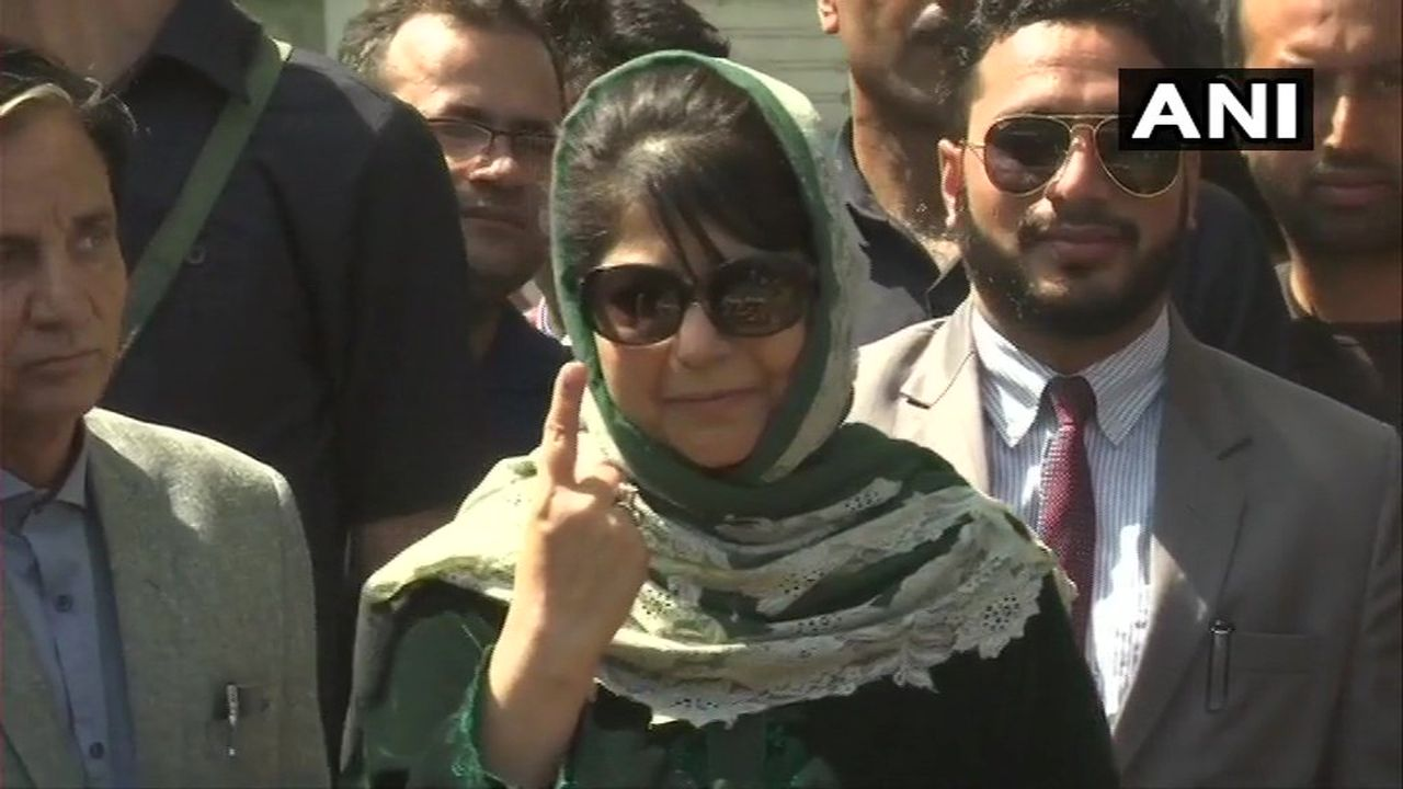 PDP leader and former Jammu and Kashmir Chief Minister Mehbooba Mufti cast her vote at polling booth number-37D in Bijbehara area of Anantnag district. (Image: Twitter/@ANI)