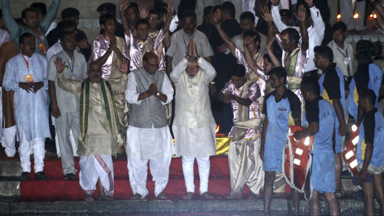 Hindu nationalist pm Narendra Modi (C), India's prime minister-elect from the Bharatiya Janata Party (BJP), performs a religious ritual during evening prayers on the banks of river Ganges at Varanasi, in the northern Indian state of Uttar Pradesh, May 17, 2014. Modi will be the next prime minister of India, with early election results on Friday showing the pro-business Hindu nationalist and his party headed for the biggest victory the country has seen in 30 years. REUTERS/Stringer (INDIA - Tags: ELECTIONS POLITICS) - GM1EA5I06GS01
