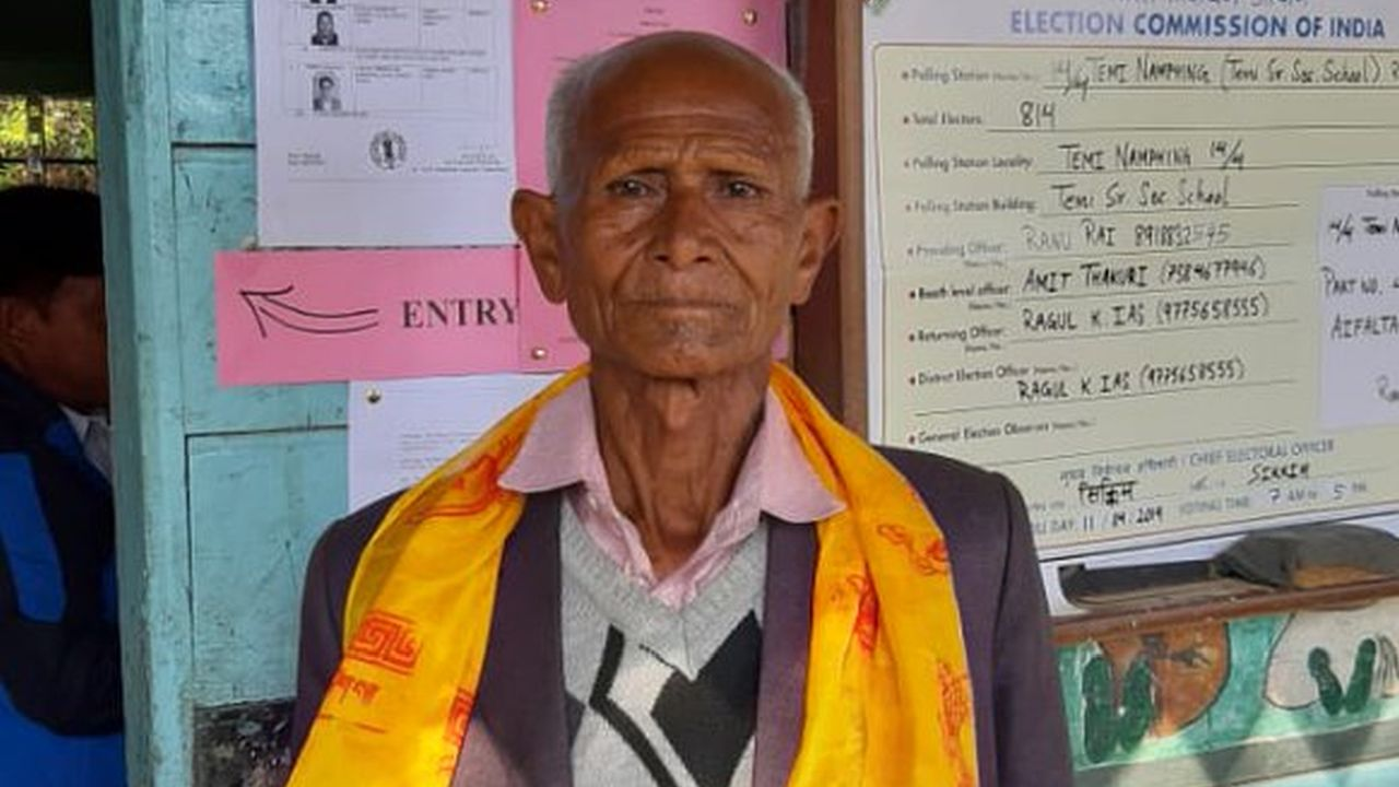 First voter, a senior citizen, in Sikkim was presented with a traditional scarf. (Image: Twitter/@SpokespersonECI)