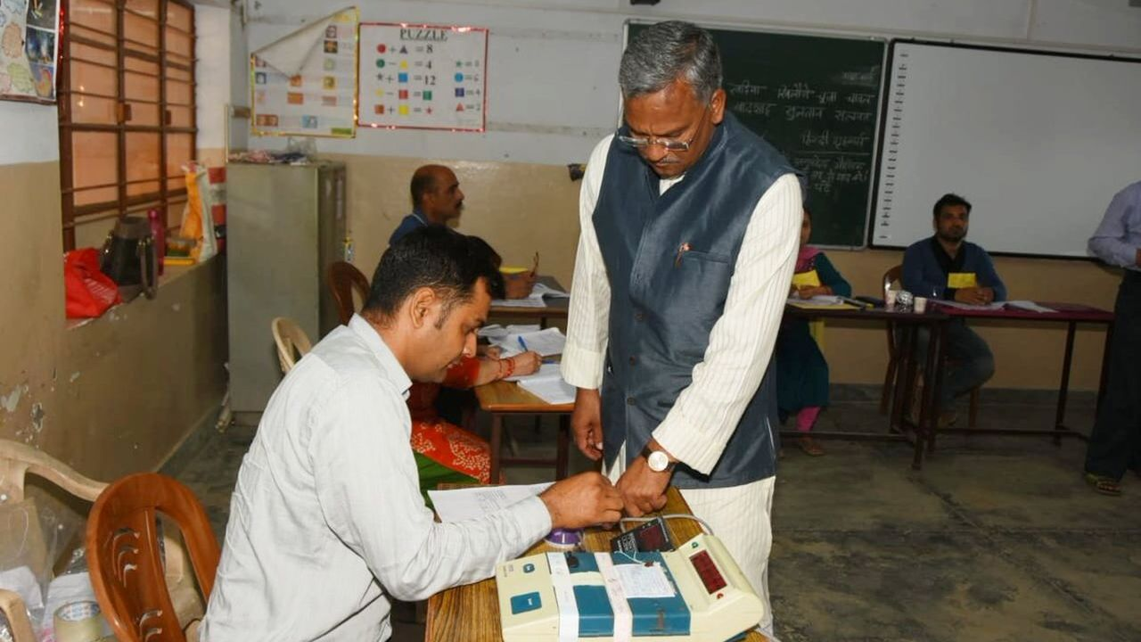 Uttarakhand Chief Minister Trivendra Singh Rawat cast his vote at polling booth number 124 in Defence Colony, Dehradun. (Image: Twitter/@tsrawatbjp)