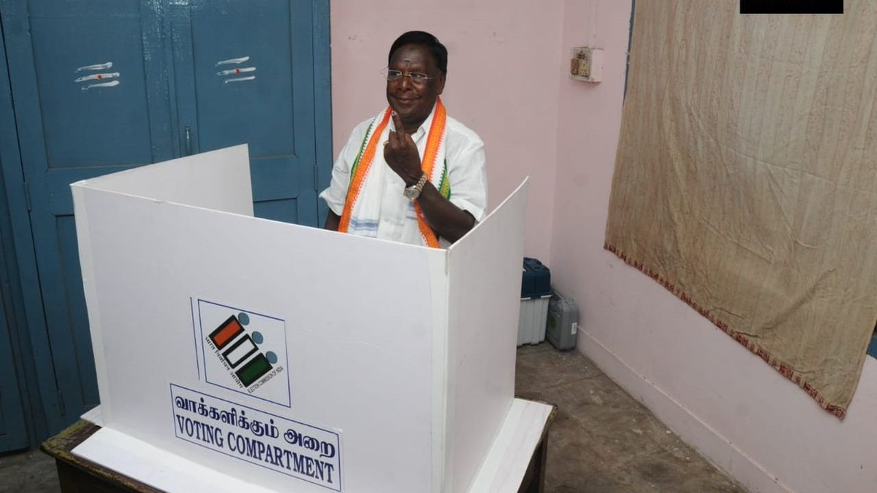 Puducherry Chief Minister V Narayanasamy cast his vote. (Image: Twitter/@ANI)