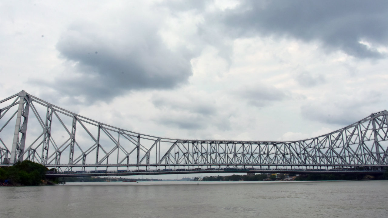 Clouds covers the sky over the Howrah Bridge in Kolkata. Cyclone Fani is expected to impact parts of Andhra Pradesh, Odisha and West Bengal. (Image: ANI)