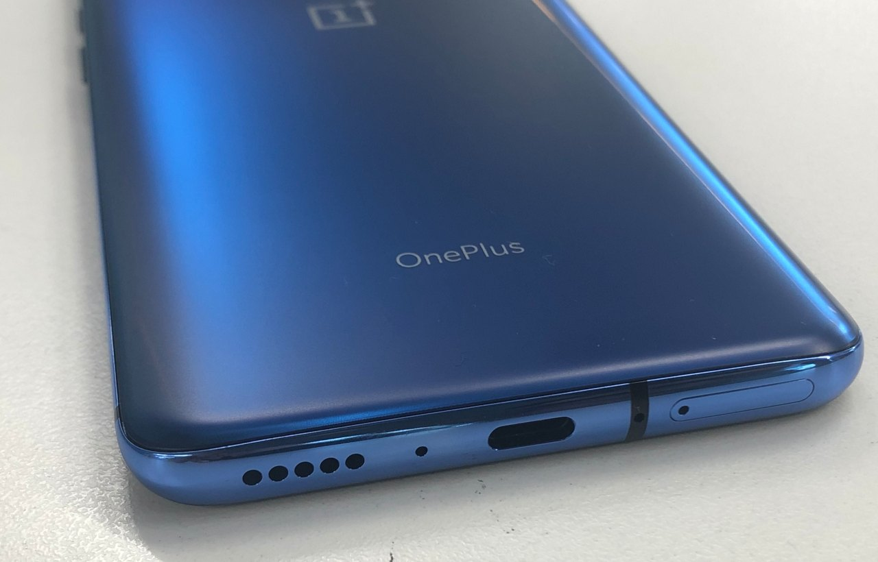 Hardware | Under the hood of the OnePlus 7 and the 7 Pro is a 7nm Octa-core Kryo CPU processor, 2.84 GHz Qualcomm Snapdragon 855 SoC paired with 6GB/ 8GB/ 12GB RAM options. It is expected to be 45 percent faster and consume 20 percent lesser power than its predecessor the Snapdragon 845. (Image: Moneycontrol)