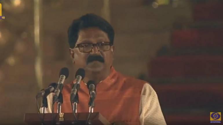 Shiv Sena MP from Mumbai South takes oath. (Image: DD National)
