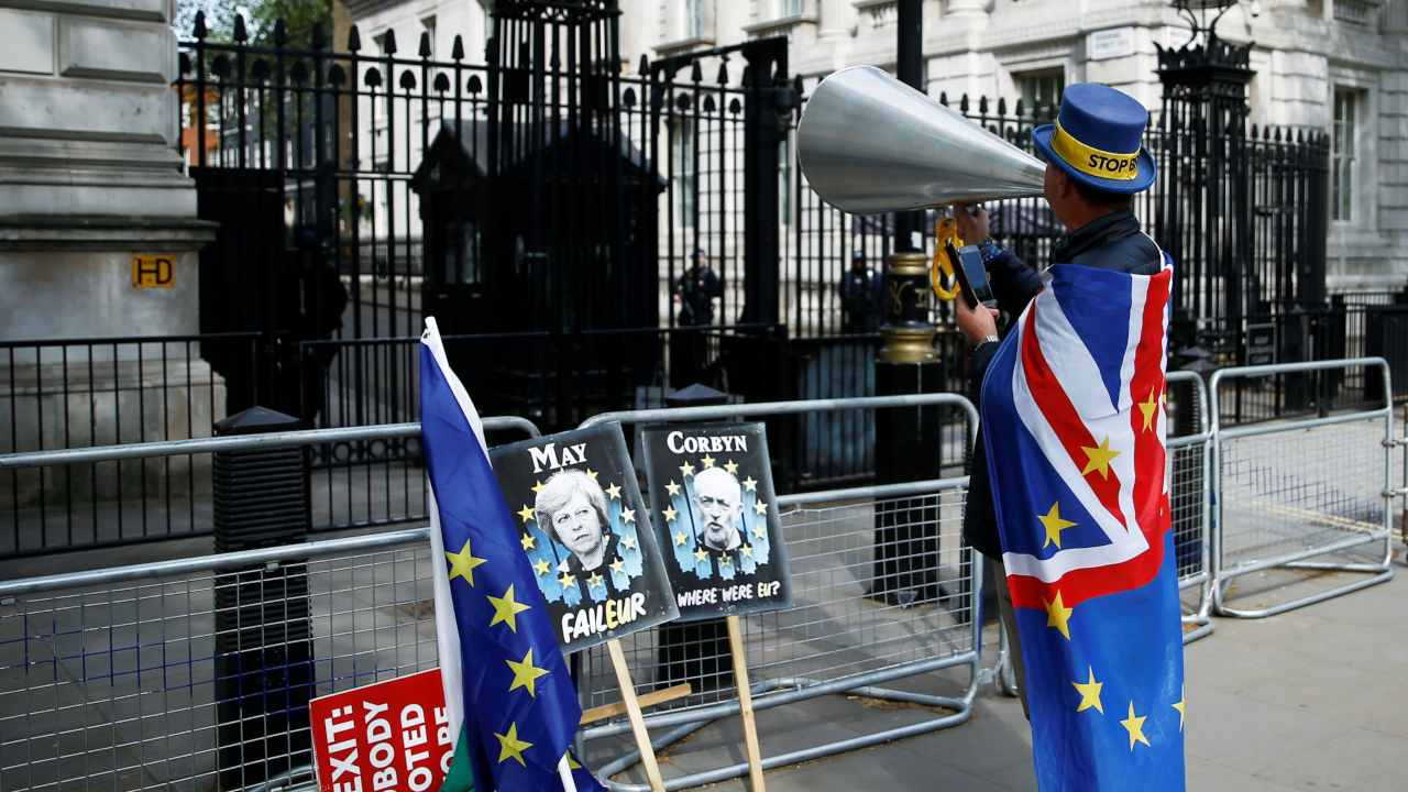 Anti-Brexit protester Steve Bray demonstrates outside the gates of Downing Street, as uncertainty over Brexit continues, in London, Britain. (Image: Reuters)