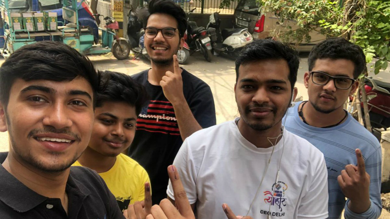 Young voters in Delhi show their inked fingers. (Image: CEO Delhi)