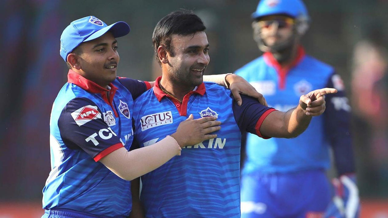 After Ishant, it was Amist Mishra's turn to wrek havoc in Rajasthan's batting order. The veteran spinner picked up the wickets of Shreyas Gopal, Stuart Binny and Krishnappa Gowtham as RR batsmen failed to get going. Mishra finished with a splendid spell of 4-0-17-3