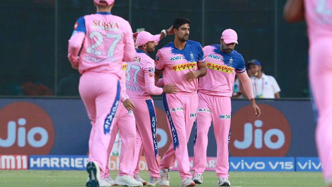 Defending a paltry score of 115, spinner Ish Sodhi gave his side a good start as he dismissed DC openers Shikhar Dhawan and Prithvi Shaw inside first overs of DC's chase. DC were 28/2.