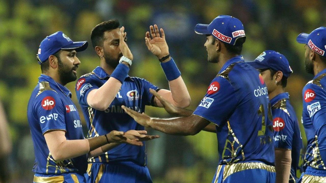 Shane Watson's struggle with the bat continued this season as he was dismissed by MI spinner Krunal Pandya in the 6th over on a personal score of 10. CSK were struggling at 32/3.