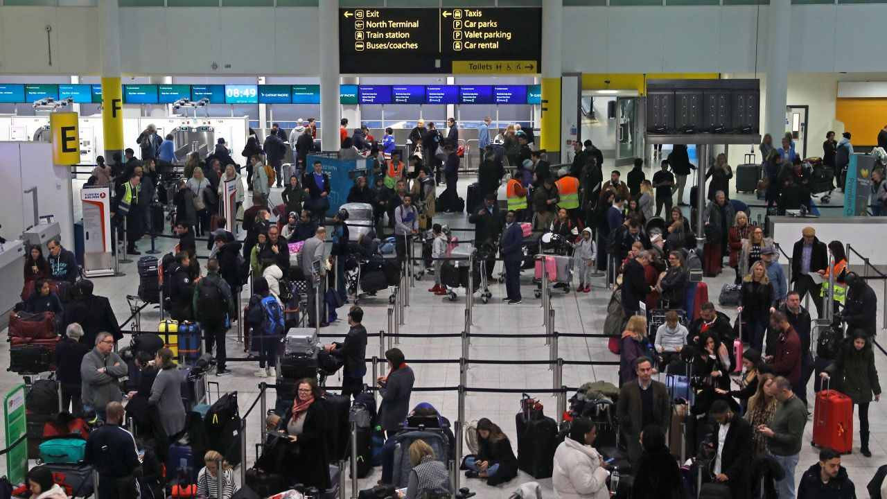 London Gatwick Airport, United Kingdom | The airport has been given 6.62 out of 10 AirHelp Score and ranked 123 out of 132. It scored 5.7/10 in on-time performance, 8/10 in service quality and 7.9/10 in food and shopping options. (Image: Reuters)