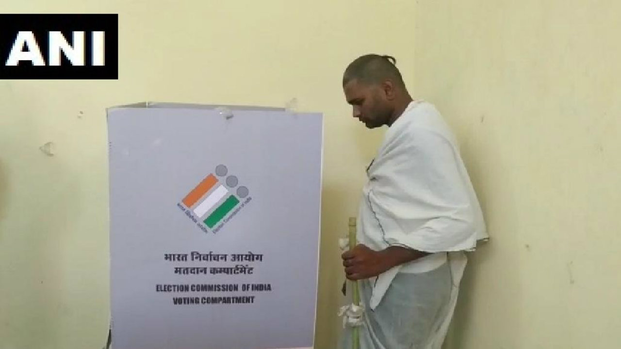 A man came in to cast his vote after conducting the last rites of his father in Chhatarpur, Madhya Pradesh. (Image: ANI)
