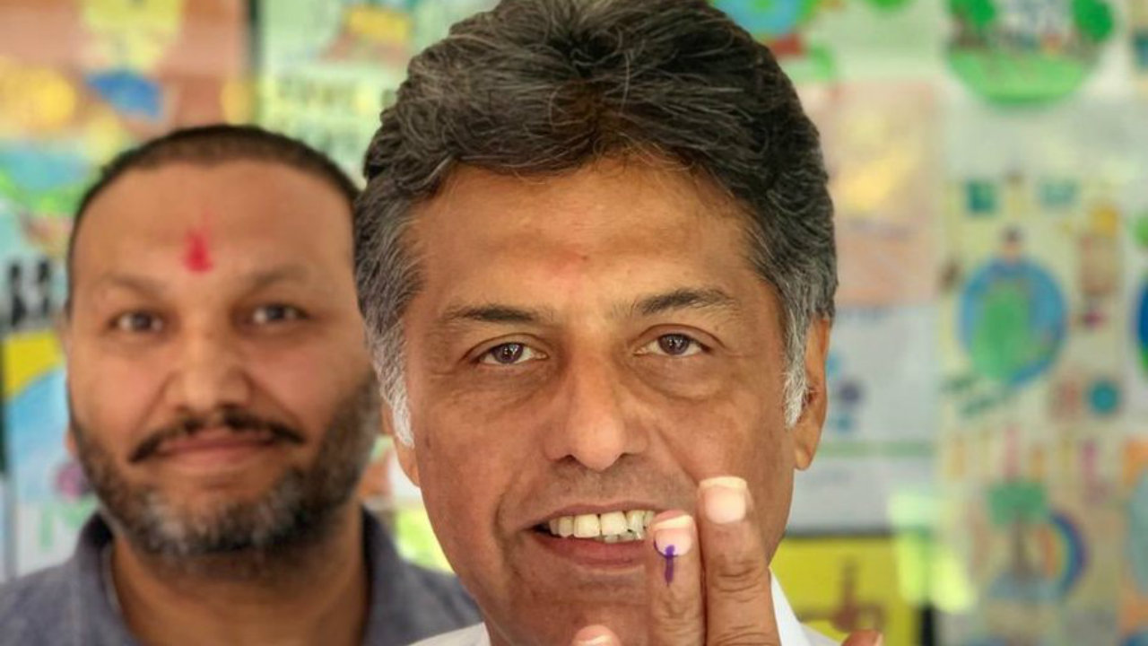Congress candidate from Anandpur Sahib parliamentary constituency, Manish Tewari, after casting his vote in Ludhiana, Punjab. (Image: Manish Tewari/Twitter)