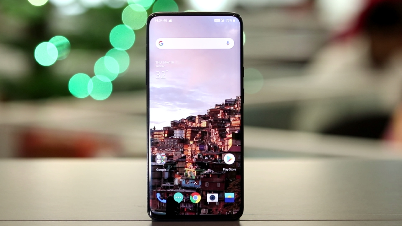 Best Under 50K Smartphone Camera | One Plus 7 Pro | While the OnePlus 7 Pro might not have the best camera of the lot, it is the only sub-50K smartphone to deliver over-the-top performance, an A-grade display, and a sharp design. However, the company recently introduced firmware updates that DxOMark used in its tests to get that high score of 111 points. The software updates add a dedicated night mode and a bunch of new improvements. The OnePlus 7 Pro has shed undoubtedly shed the mediocre camera tag of past OnePlus devices. You can read our full review on the OnePlus 7 Pro here.