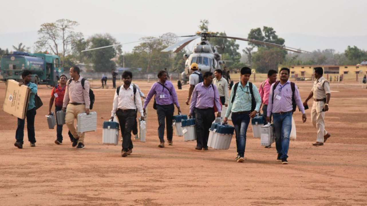 The 'Newtons' of the Election Commission reach Narayanpur district of Chhattisgarh to conduct polling. The district is marred with Naxal insurgency. The district comes under Bastar, which went for polls on April 11. (Image: Twitter/@ECISVEEP)