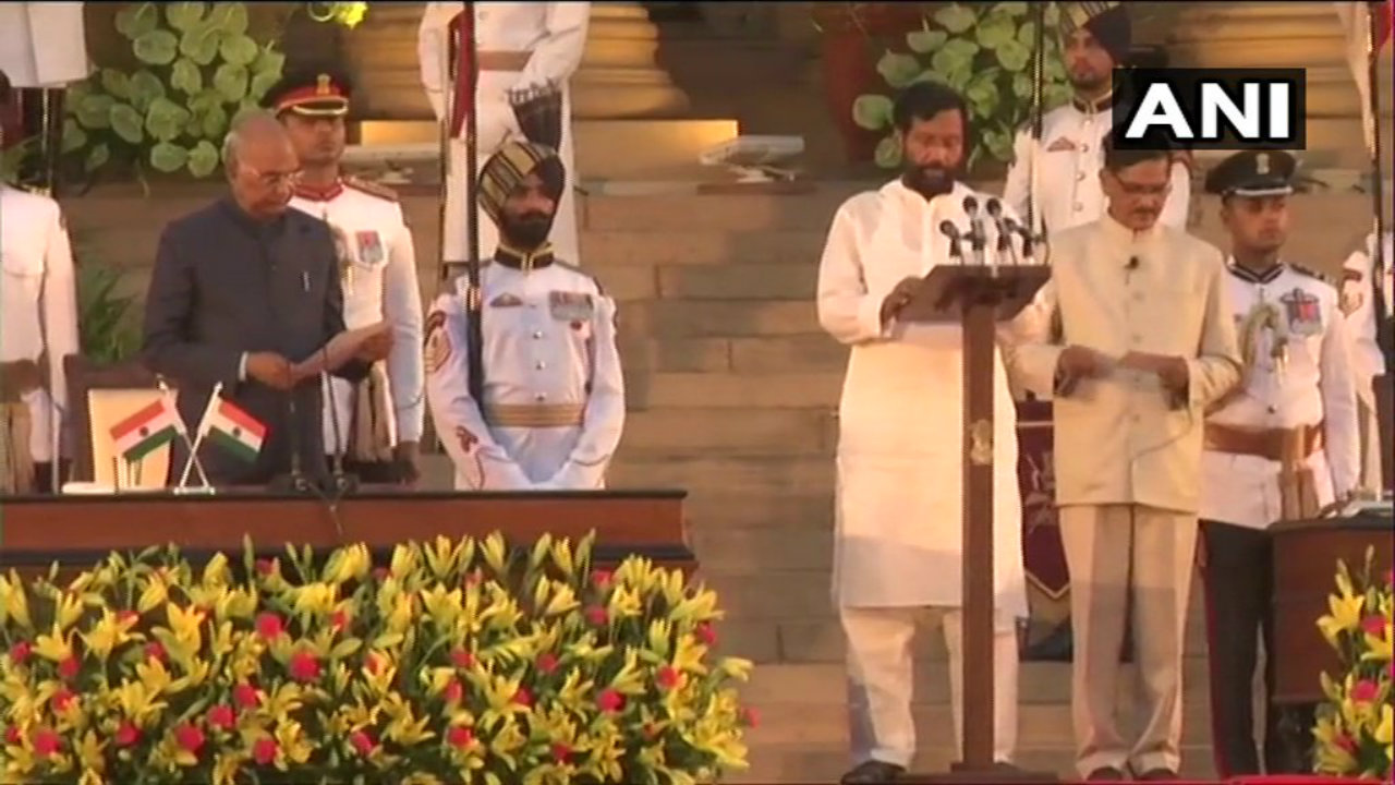 LJP chief Ram Vilas Paswan takes oath as a minister in the new Modi Cabinet. (Image: ANI)