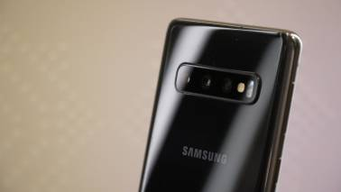 Samsung Galaxy S10 review: A powerful 'compact' flagship with a big screen