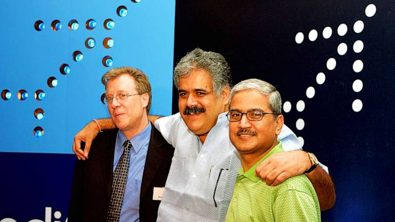 [2006 file photo] Rahul Bhatia (centre) and Rakesh Gangwal (right) with then IndiGo CEO Bruce Ashby. Source: Reuters