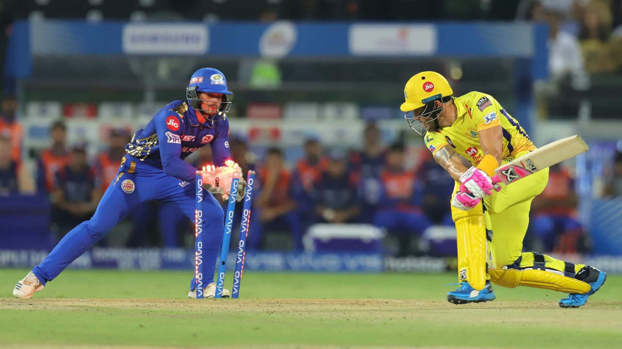 Shane Watson and Faf du Plessis got CSK off to a great start with a 33-run partnership. du Plessis was the more aggressive batsman but was stumped after missing a Krunal Pandya delivery in the 4th over. He returned with 26 off just 13 balls as CSK were reduced to 33/1. (Image: BCCI, iplt20.com)