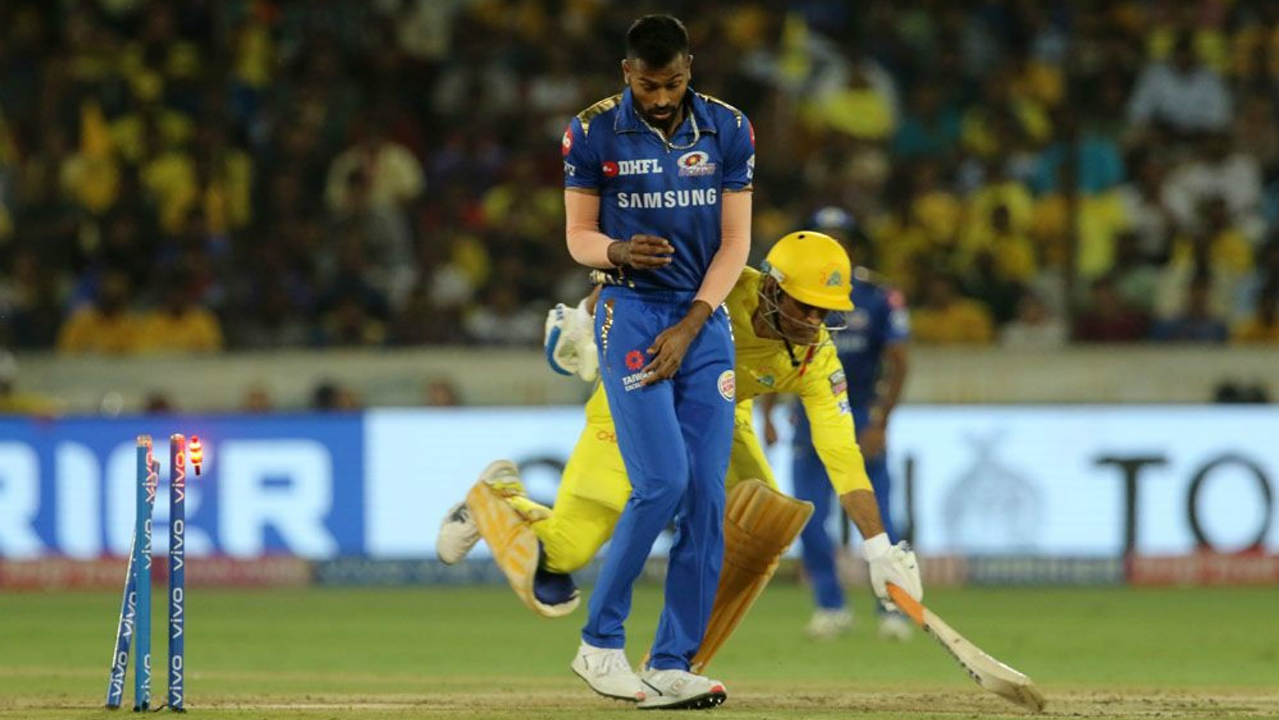 MS Dhoni was run out by a close margin in the 13th over after Ishan Kishan knocked off the bails with a direct-hit. Watson however continued his great form and brought up his fifty off 44 balls in the 16th over. He stitched together a 51-run partnership with Dwayne Bravo to bring CSK to the brink of victory. Jasprit Bumrah who was brilliant throughout got rid of Bravo in the 18th over. Leaving Malinga with 9 runs to defend in the final over. (Image: BCCI, iplt20.com)
