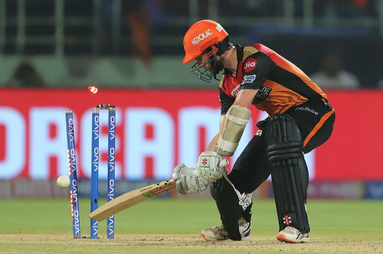 Kane Willamson payed a steady innings of 28 from 27 balls before Ishnat clean-bowled him in the 16th over. SRH were 111/4.