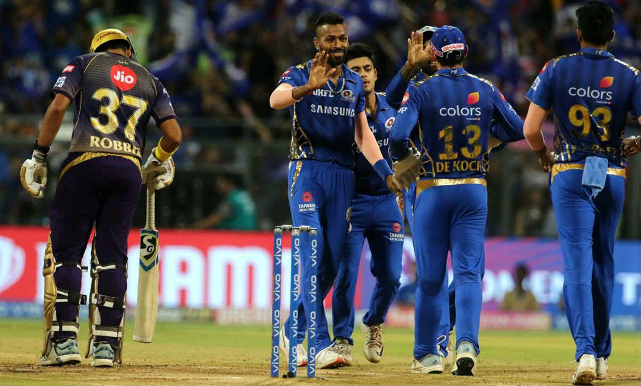 Hardik then returned to get rid of Lynn in his next over with the KKR man edging back to the keeper. Lynn returned with 41 off 29 balls as KKR were reduced to 56/2. (Image: BCCI, iplt20.com)