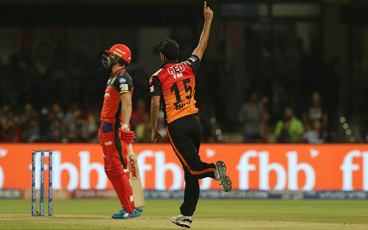 SRH continued to dominate as Bhuvneshwar returned in the 3rd over to get rid of the dangerous AB de Villiers. de Villiers who was looking to drive ended up edging the ball straight into the hands of Guptill at slip. RCB were struggling at 20/3 when de Villiers walked back. (Image: BCCI, iplt20.com)
