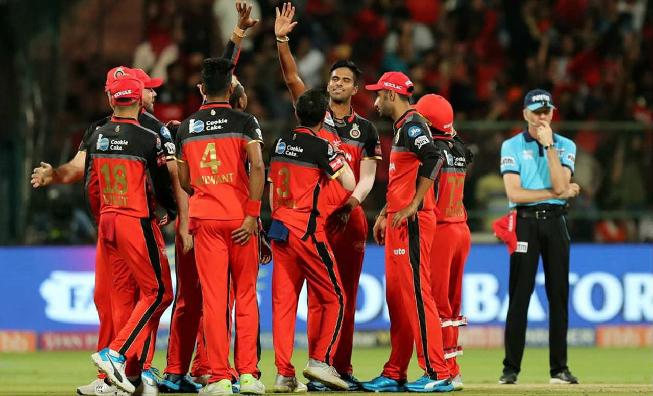 Washington Sundar then entered the attack and picked up two quick wickets in his first over. He first got Guptill caught out on the 2nd delivery before getting rid of the in-form Manish Pandey off the 5th delivery. As a result, SRH were reduced to 61/3 after 8 overs. (Image: BCCI, iplt20.com)