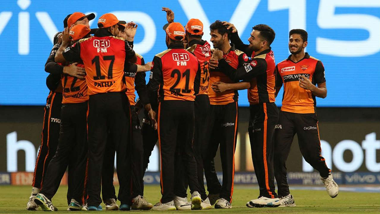 RCB got off to a horror start losing Parthiv Patel for a duck in the very first over. Things got worse for them as Kohli who hit Khaleel for a four and a six at the start of the 2nd over edged the 5th delivery back to the keeper. Kohli returned with 16 off 7 as RCB were reduced to 18/2. (Image: BCCI, iplt20.com)