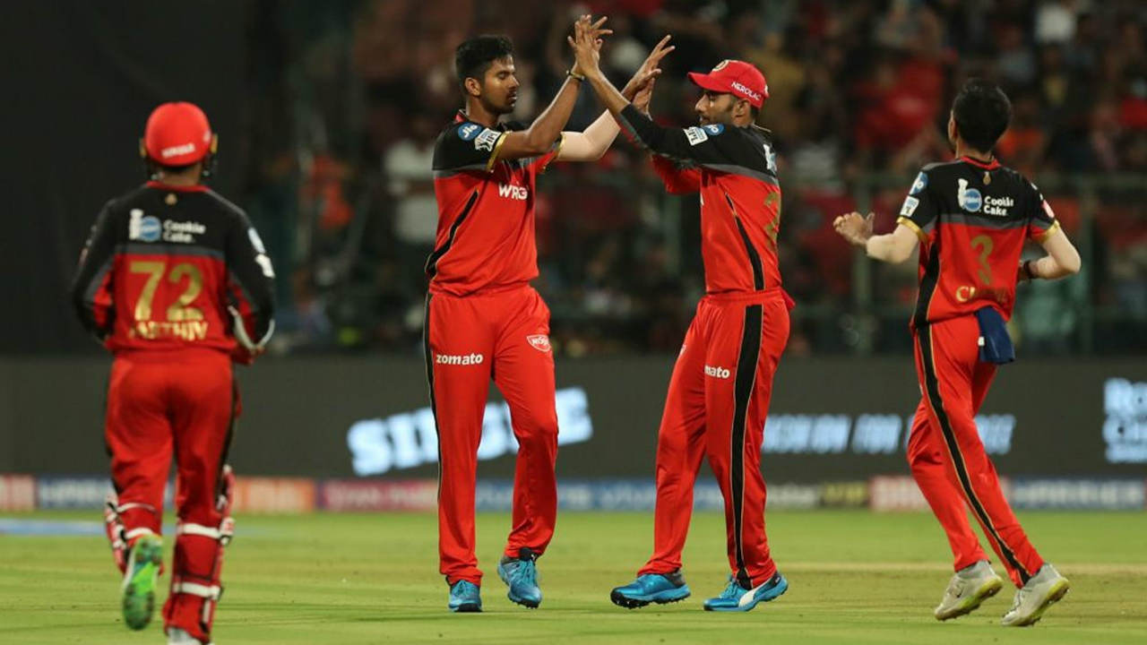 Kane Williamson and Vijay Shankar then steadied the innings with a 45-run partnership. Shankar was looking to accelerate and hit Sundar for two back-to-back sixes in the 14th over but Sundar had the last laugh getting Shankar caught out on the next delivery. Shankar returned with 27off 18 balls. (Image: BCCI, iplt20.com)