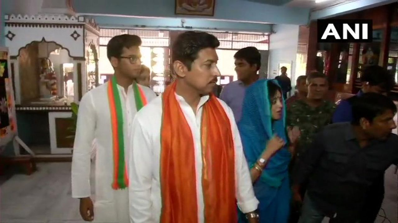 Union Minister Rajyavardhan Singh Rathore and his wife Gayatri Rathore cast their votes at a polling station in Jaipur. (Image: ANI)