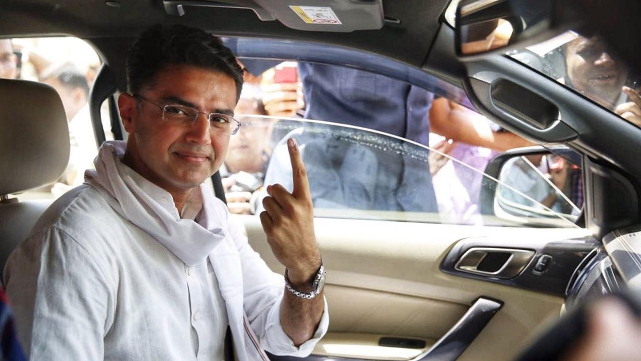 Rajasthan Deputy Chief Minister and Congress leader Sachin Pilot cast his vote at Jalupura, Jaipur, Rajasthan. (Image: Twitter/@SachinPilot)