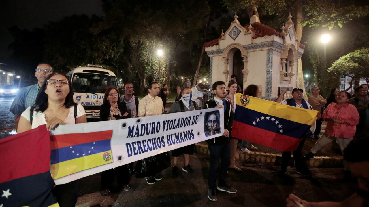 """Venezuelans protest in front of the Ministry of Foreign Affairs where there was a meeting of the International Contact Group (IGC) to discuss their support for a political solution to Venezuela's political crisis, in San Jose, Costa Rica May 6, 2019. The banner says """"Maduro human rights violator"""". (Image: Reuters)"""
