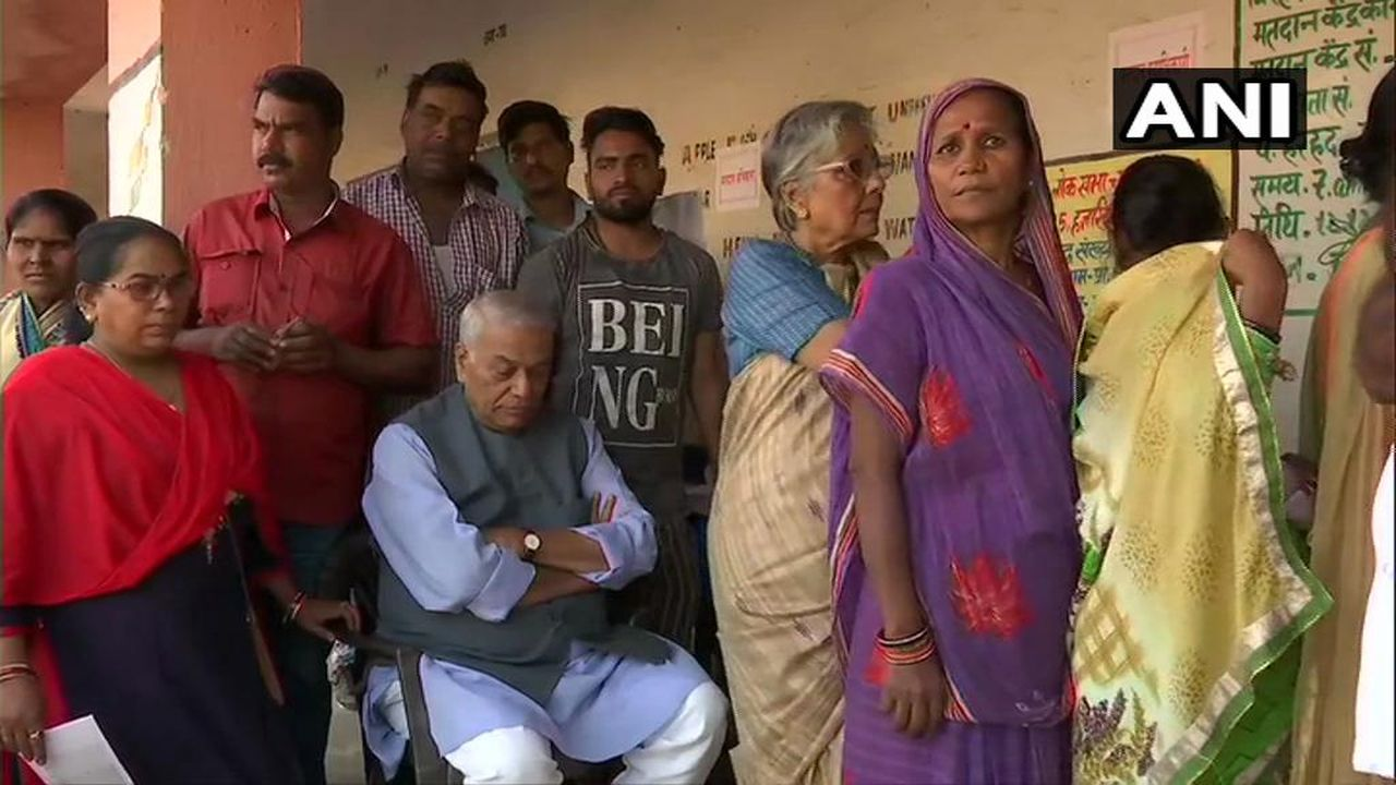 Former Union Min Yashwant Sinha and wife Nilima Sinha arrive at a polling booth in Hazaribagh to cast vote their votes. His son and Union Minister Jayant Sinha is contesting against Congress' Gopal Sahu and CPI's Bhubneshwar Prasad Mehta from the constituency. (Image: ANI)