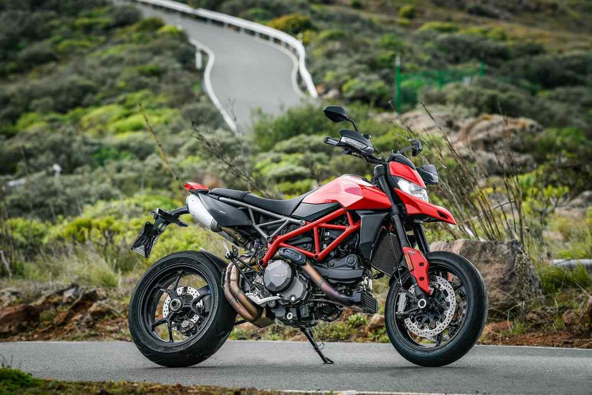 It is a smaller sibling of the Hypermotard 1100 that carries minimalism, aggressiveness, lightweight look and the image of a 'fun bike' with the innovation and technology of Ducati's latest motorcycle models. (Image Courtesy: Ducati)