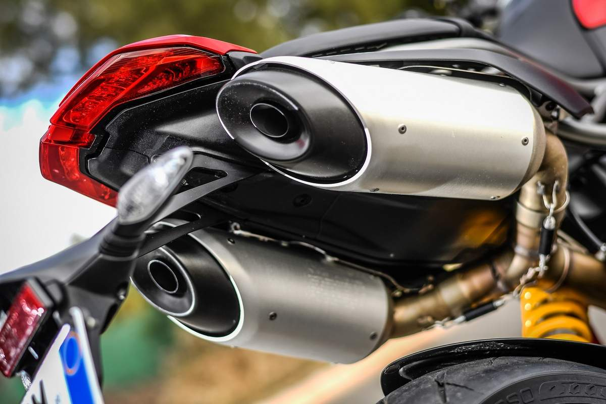 The Hypermotard has twin underseat tailpipes, which along with the mechanical components, surround the rear Trellis sub-frame in clear view. The new steel trellis frame with variable section tubes, new rims, brake discs with aluminium flanges and lightweight Marzocchi forks with aluminium fork bodies/tubes have made the new Hypermotard 950, 4 kgs lighter. (Image Courtesy: Ducati)