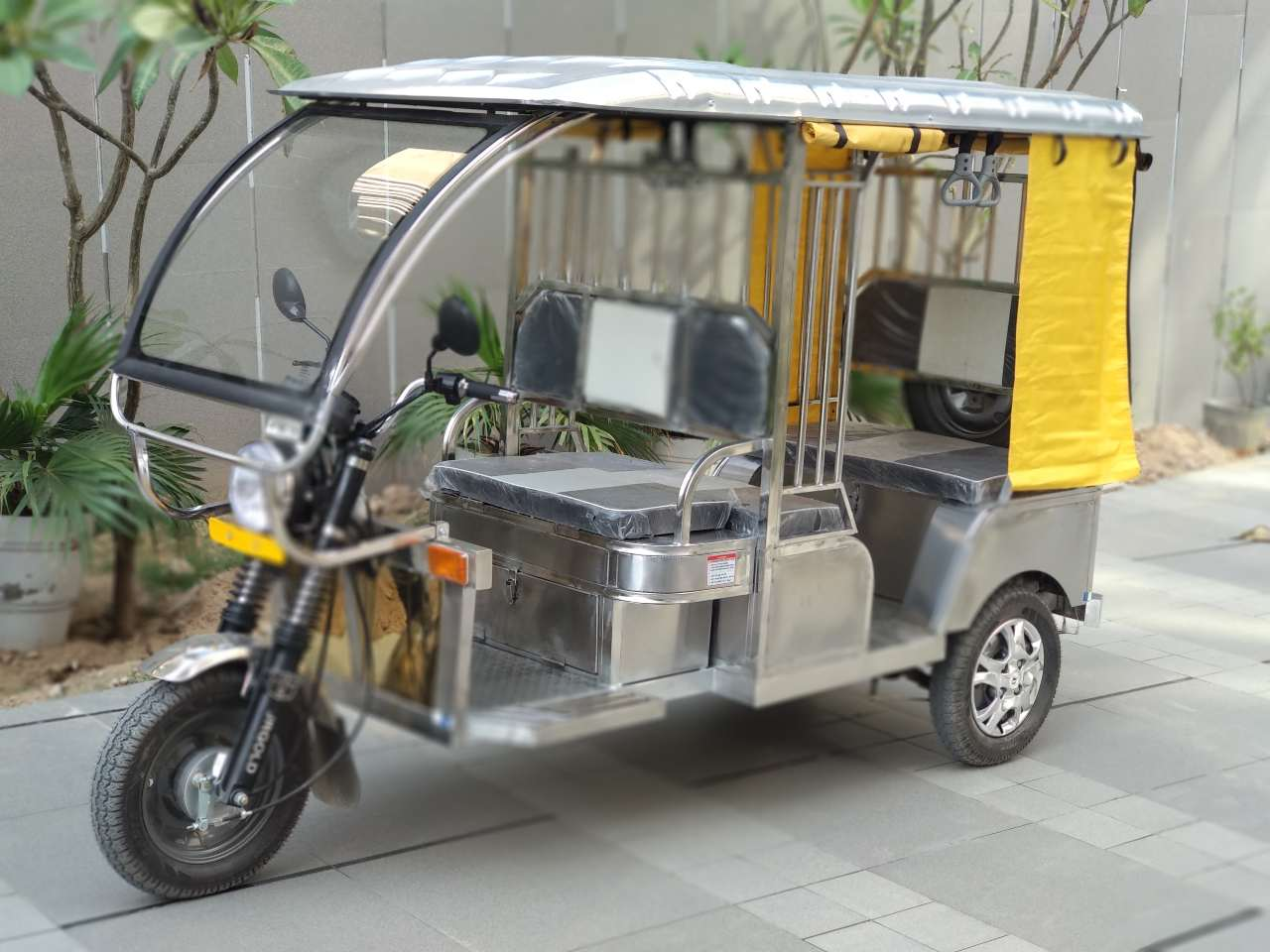 An order of 100 stainless steel has been placed for these rickshaws so far. (Image: Jindal Stainless)