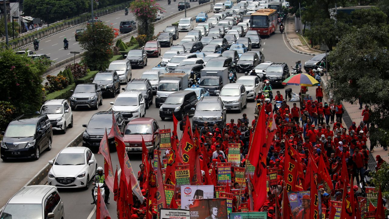 Jakarta, the sprawling metropolis on the Indonesian island, holds the seventh spot in the world ranking of the most congested cities. It has a traffic congestion of 53 percent, down from 61 percent in 2017. During the day, the city witnesses maximum traffic somewhere between 5 p.m. to 7 p.m. (Image: Reuters)