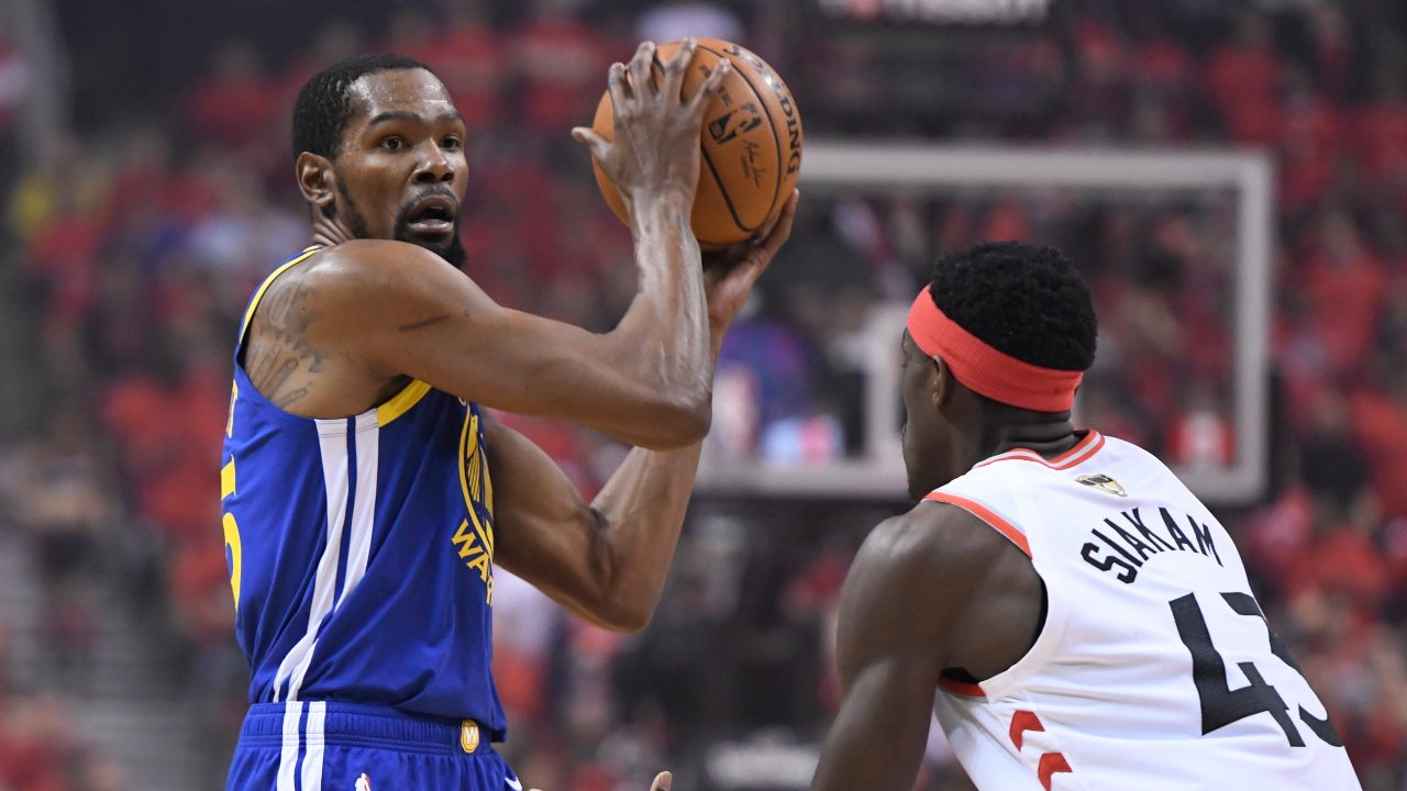 10| Kevin Durant, the 10-time All-Star, ranks tenth, with $65 mn as his earnings as of June 2019. Not only does he earn $35 mn from sponsors but he has also invested in more than 30 companies, including Postmates and investing app Acorns. Basketball players continue to dominate the list, with 35 athletes in the list earning a total of $1.29 bn.