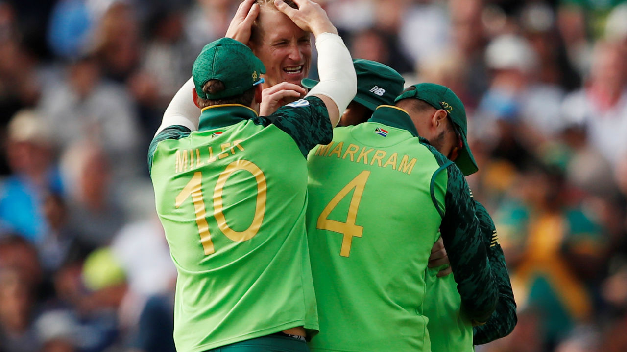 Morris again gave his side much needed breakthrough as he got Neesham edge a delivery to de Kock. Neesham made 23 off 34 as New Zealand were 137/5. (Image: Reuters)
