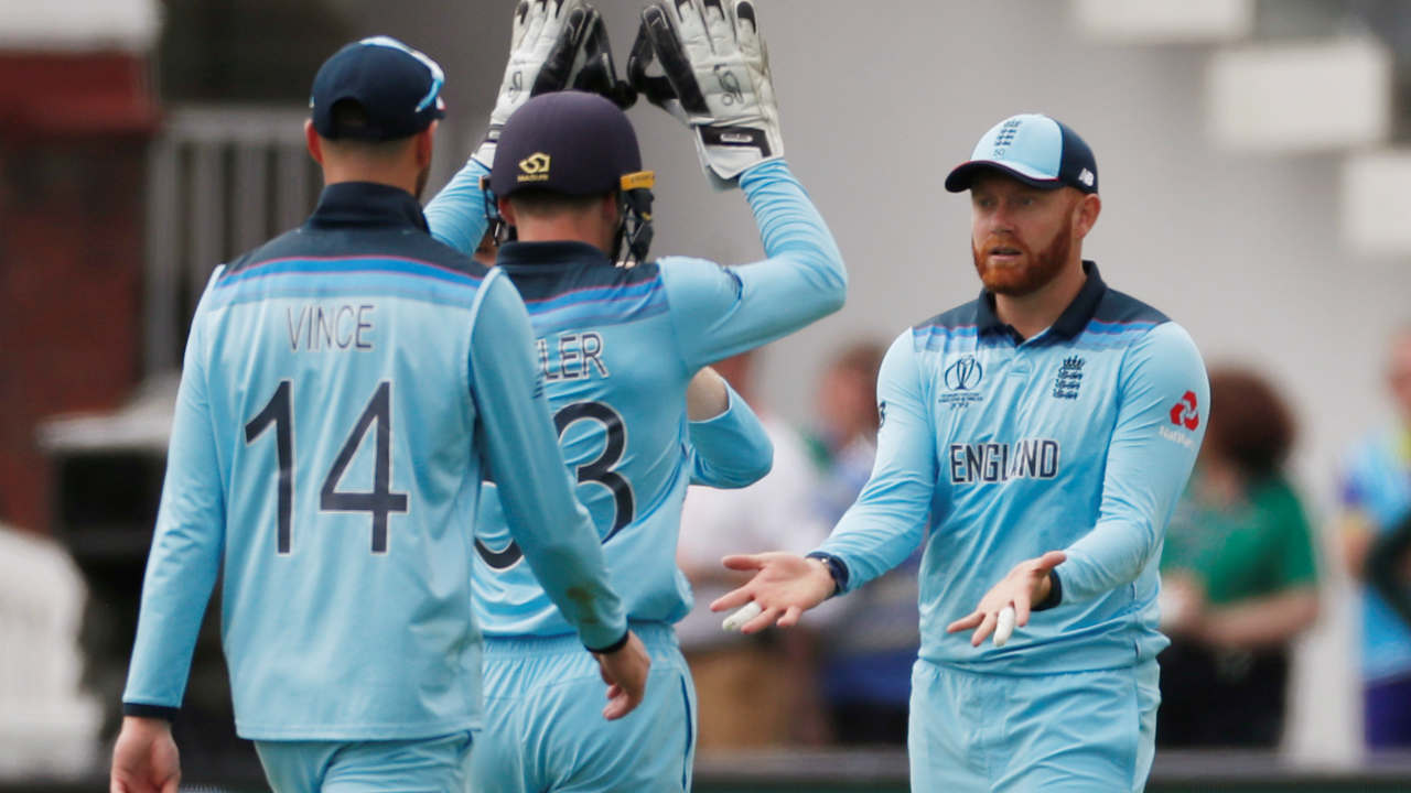 England fourth their way into the match as a mix-up between Macus Stoinis and Steve Smith got the latter run-out in the 42nd over. Stoinis made 8 off 15 as Australia were struggling at 228/5. (Image: Reuters)