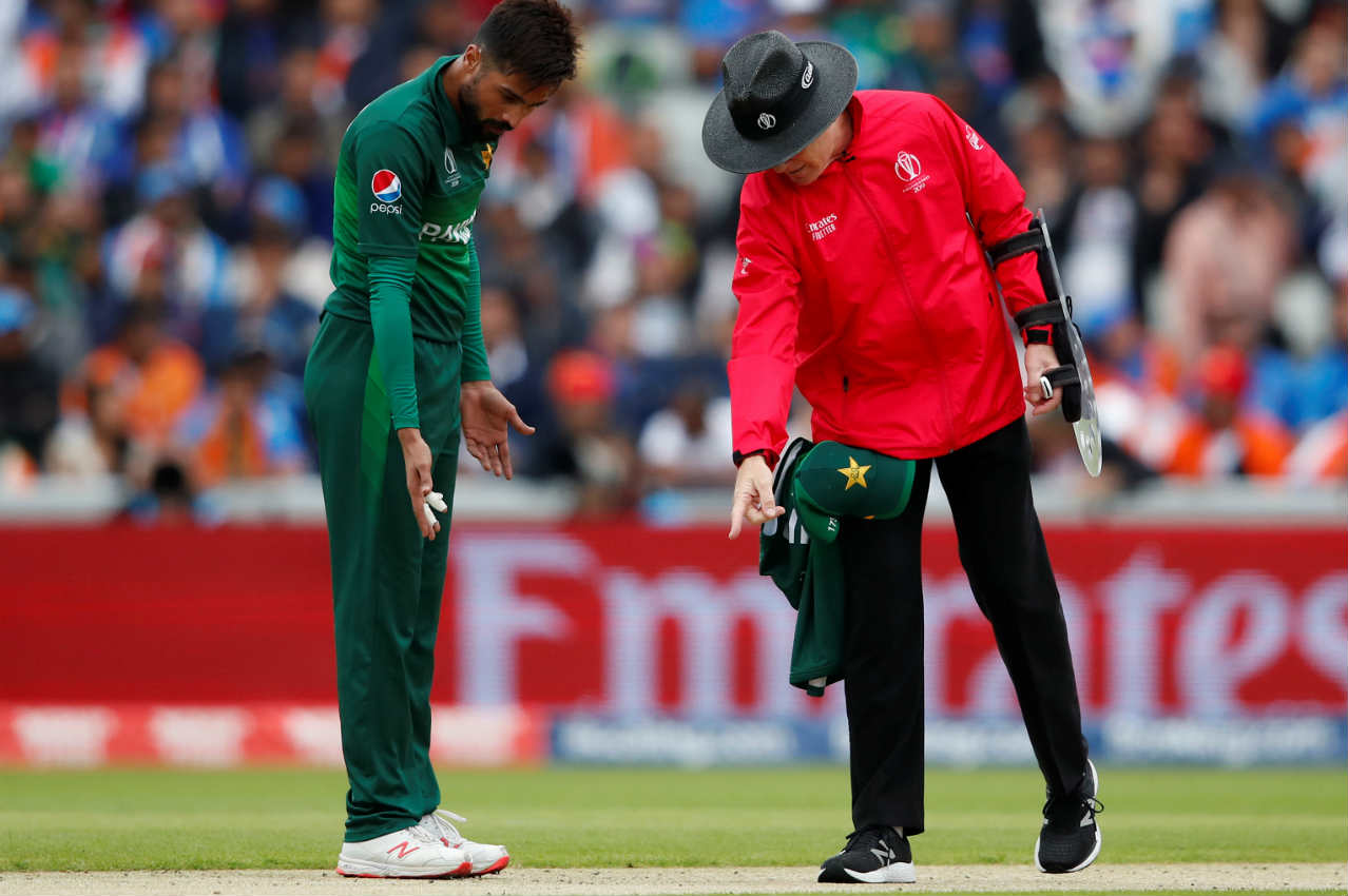 Mohammad Amir was under early pressure after being warned twice for stepping onto the pitch. The bowler was only one warning away from being forced out of the bowling attack. (Image: AP)