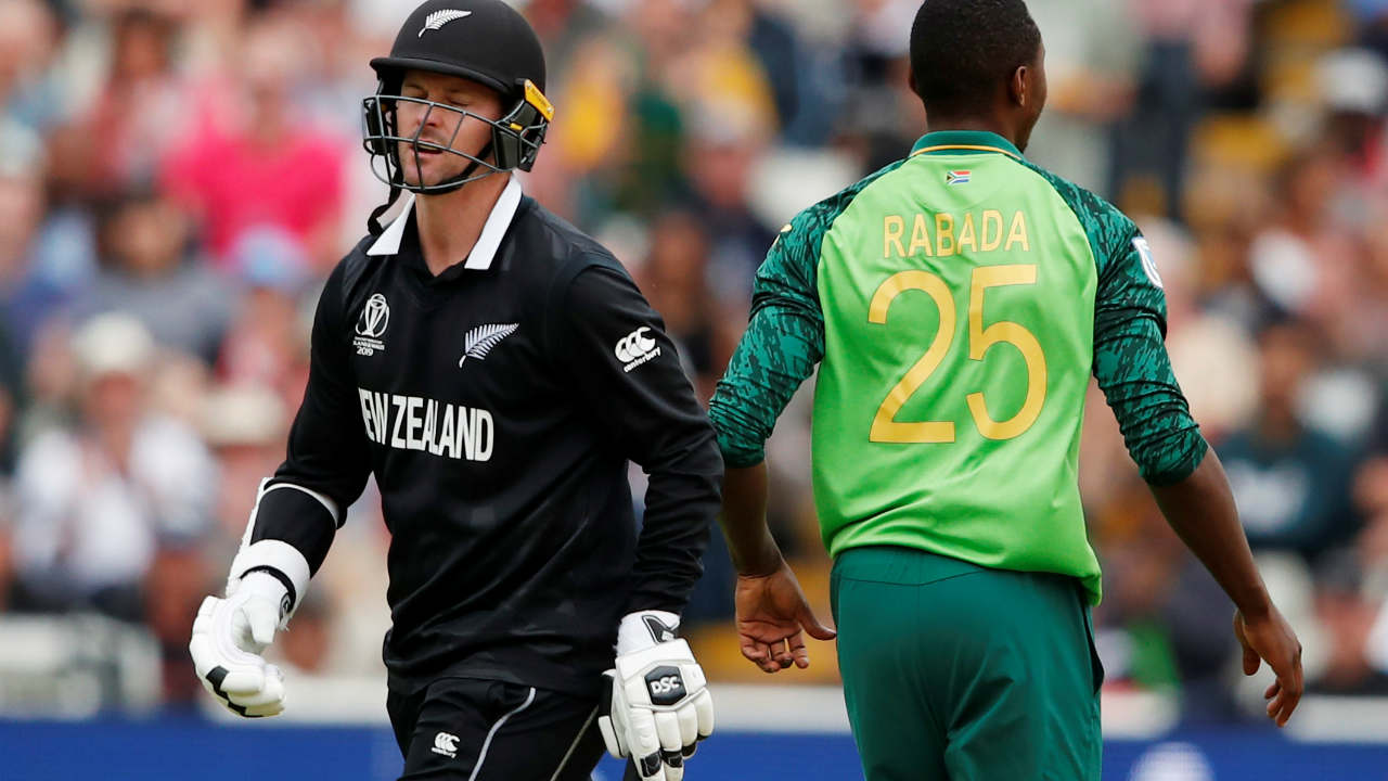 Defending just 241, South Africa were off to a good start as Kagiso Rabada got Kiwi opener Colin Munro out in the 3rd over. Munro made 9 as New Zealand were 12/1. (Image: Reuters)