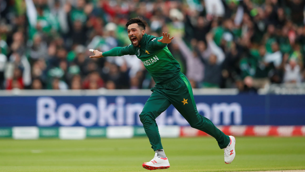 Mohammed Amir gave Pakistan a great start as he clean-bowled Martin Guptil on 5 in just the second over of the match. (Image: Reuters)