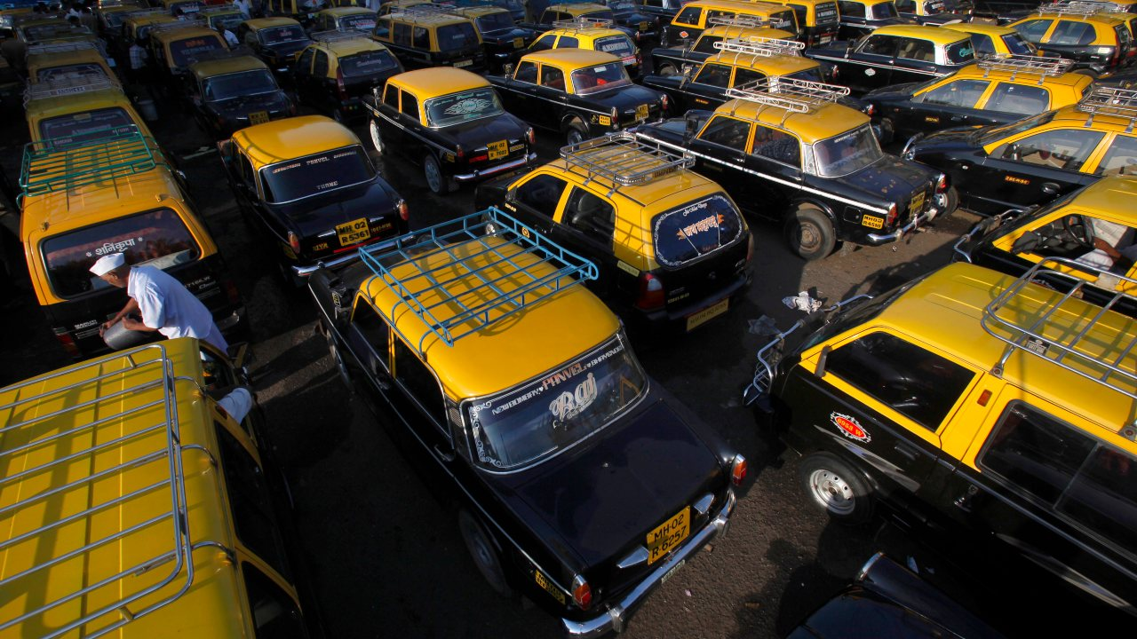 One cannot begin to emphasise the importance of cheap taxi fare in a city where the streets are swamped with 'kaali-peelis' or the black and yellow taxis. Every morning and evening, during peak hours, if you pause for a look, you'll see several hands stretched out to hail a cab to the innumerable destinations. The taxis lend life and convenience to a city, so where their fares stay low, the lives of commuters becomes easier. Let's see some places across the world which have the highest and the lowest taxi fares, according to a study by taxi2airport.com which analysed data collated by Taxi-Calculator.com.